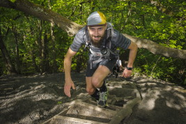 Zum vierten Mal veranstaltet am Sonntag (10.05.2015) die RAG in Saarbrücken Von der Heydt ihren Hartfüssler Trail. Die unterschiedlichen Strecken führen über 7,5, 14 und 30 Kilometer. Die Königsdiziplin ist der Lauf über 58,95 Kilometern bei 1654 Höhenmetern. Rund 700 Teilnehmer haben sich in diesem Jahr angemeldet.   Im Bild: Sebastian Meiser kämpft sich die Halde Fuji hinauf.  Foto: Becker&Bredel